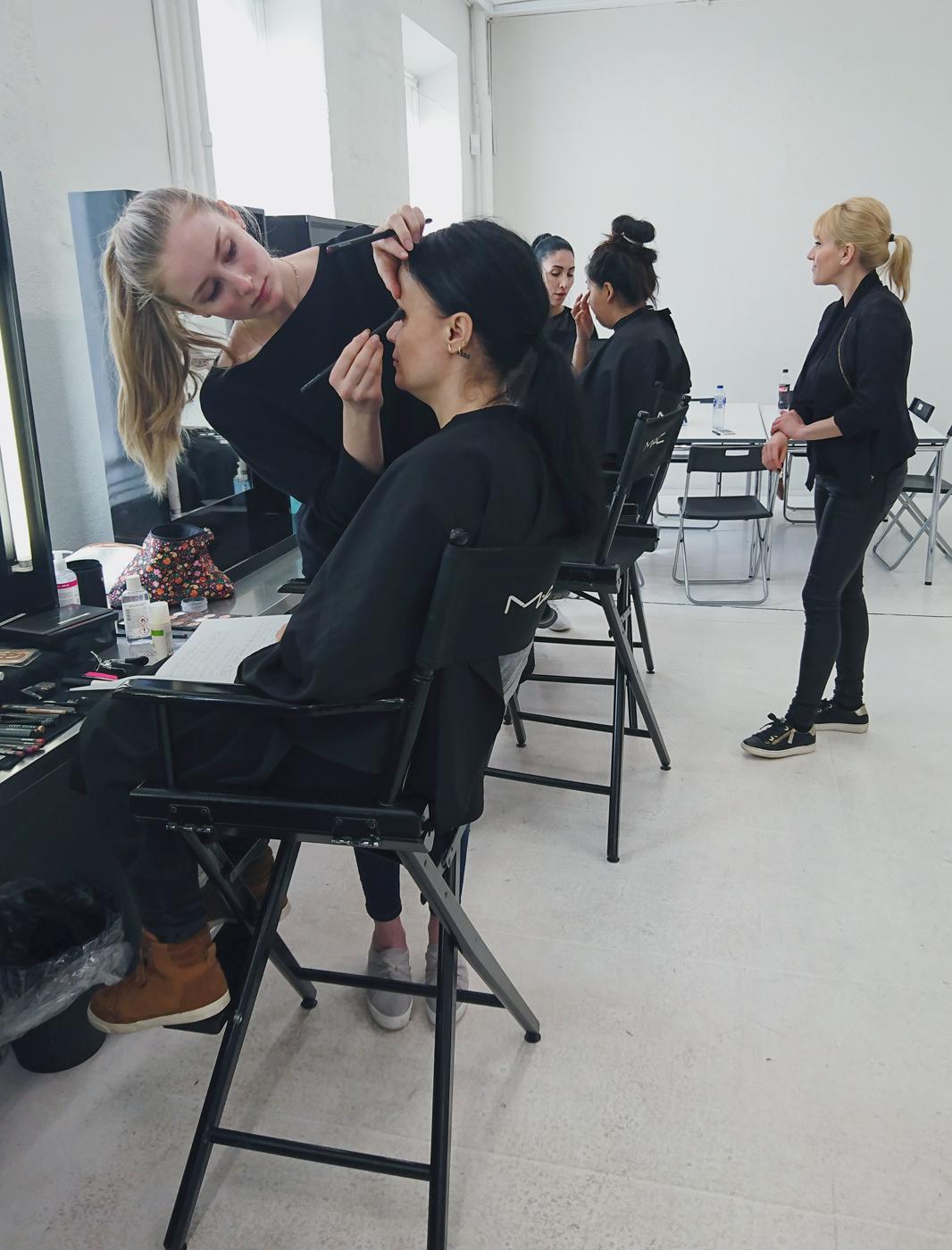 5eac657f9ff ... blev der også talt om fremtid, drømme og vigtigheden i at bruge sociale  medier som makeupartist og hårstylist. Og sidst, men bestemt ikke mindst:  ...